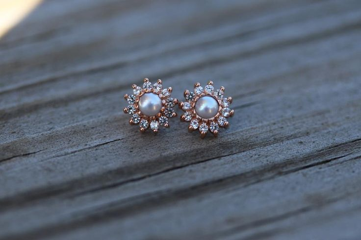 Body Gems 13 stone cluster- white pearl center & Swarovski outer gems. Perfect wedding earrings! #piercing #pearl #diamond #rosegold #lobe #conch #helix