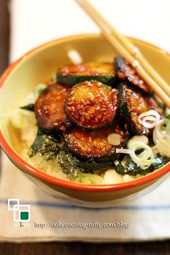 ズッキーニをとろとろに焼いて丼仕立てにしましたよ〜♪ 味付けはコチュジャンで韓国...