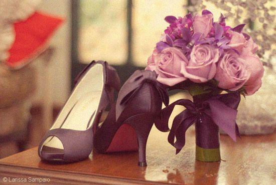 Sapato e buquê roxos <3                                                                                                                                                                                 Mais