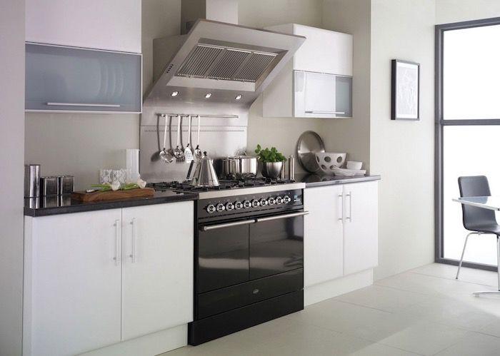 Küchenzeile Klein, Weiße Und Schwarze Zimmergestaltung, Graue Möbel, Dekor  Ideen