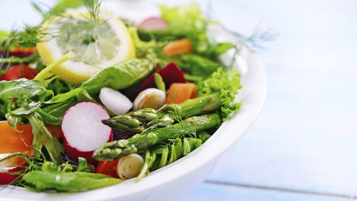 When you have type 2 diabetes, choosing the right foods at lunch helps you better control blood sugar. Get tips to put together quick and tasty lunch options.