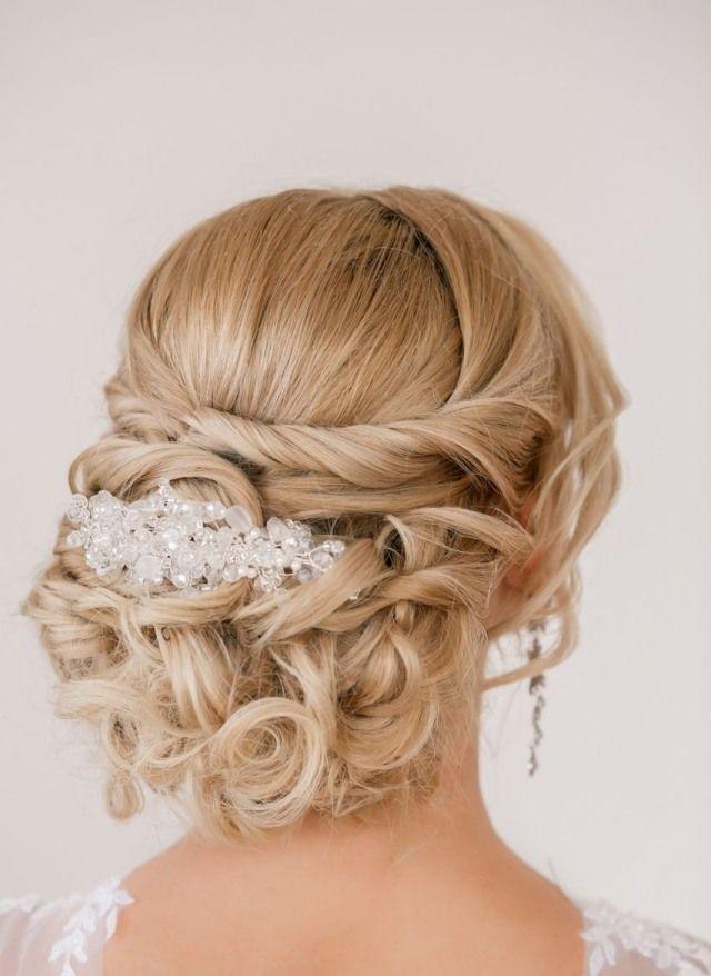 Steckfrisur mit Zöpfchen-Blüten gedrehte haarsträhne-Haarspange