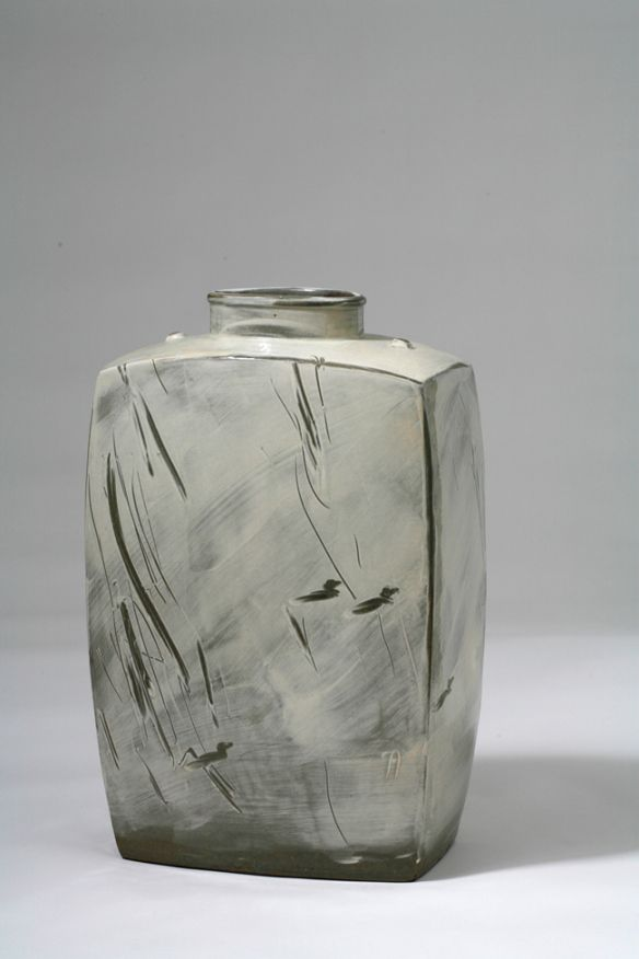 Sung-Jae Choi // Buncheong Jar // 37 x 17 x 30 cm // White slip and finger drawing with duck pattern