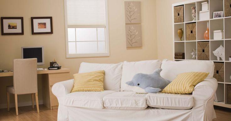 Cómo cubrir un sofá de gran tamaño con tela