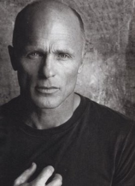 Ed Harris is Kirk Williams's doppleganger.  I LOVE a bald man with blue eyes.
