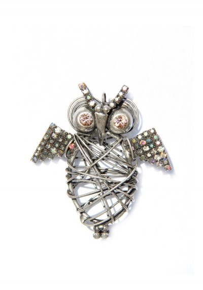 This pendant is totally hadcrafted by me soldering different parts in brass: swarovsky original chain and a wire wrapping the owl's body.The pendant is logged in.Dimensions: 8x7 cm