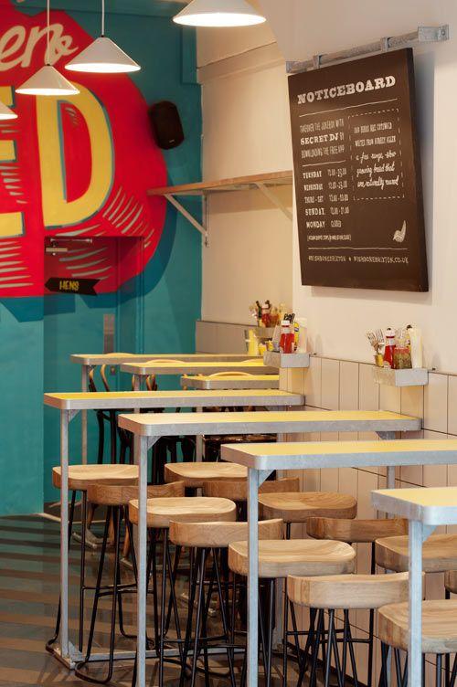Un restaurant à la déco dynamique
