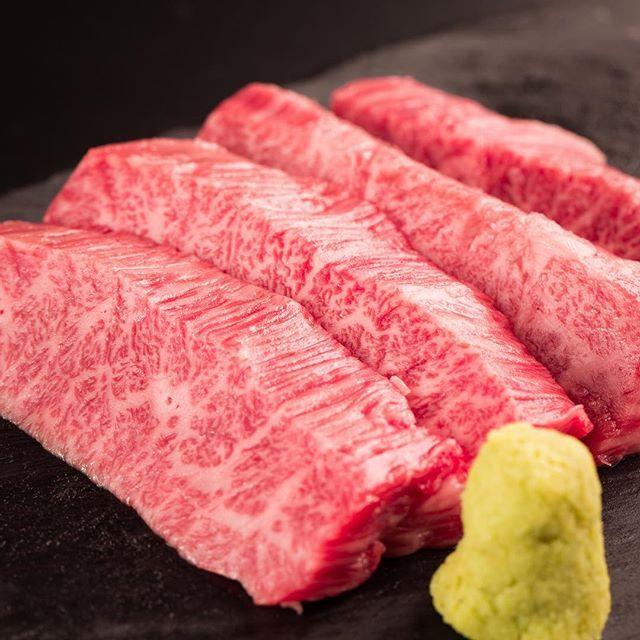 こんばんは! 鋳物焼肉3136です(#^.^#) . . 赤みとサシのバランスが絶妙な国産黒毛和牛を 鋳物で焼くスタイルの焼肉3136です! . . ぜひ、一度、お試し頂きたい…。 . . 美味しいお酒とともに…(#^.^#) . .  #六本木 #完全個室 #鋳物焼肉 #表参道 #姉妹店 #韓国料理 #サムギョプサル #個室ランチ #肉フェス #同伴 #個室焼肉 #隠れ家 #マッコリ #大江戸線 #新大久保 #チーズダッカルビ #韓国 #韓国旅行 #肉  #ユッケジャンスープ #石焼ビビンパ #サーロイン #イチボ #ランチ #ディナー #記念日