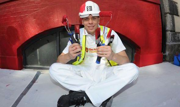 ARSENAL goalkeeper Wojciech Szczesny has downed his gloves and picked up a paintbrush to help refurbish a building for homelessness charity Centrepoint.
