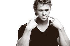 Chris Hemsworth pretending to be all the Avengers. Absolutely adorable