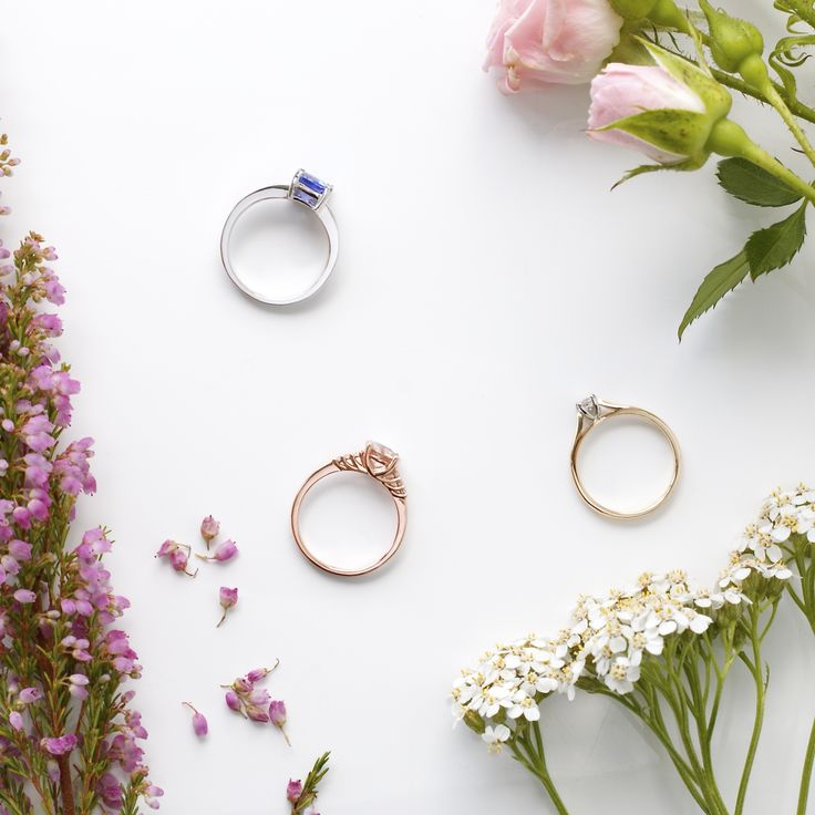 Have you noticed what jewellery she wears most? White, rose or yellow gold? 