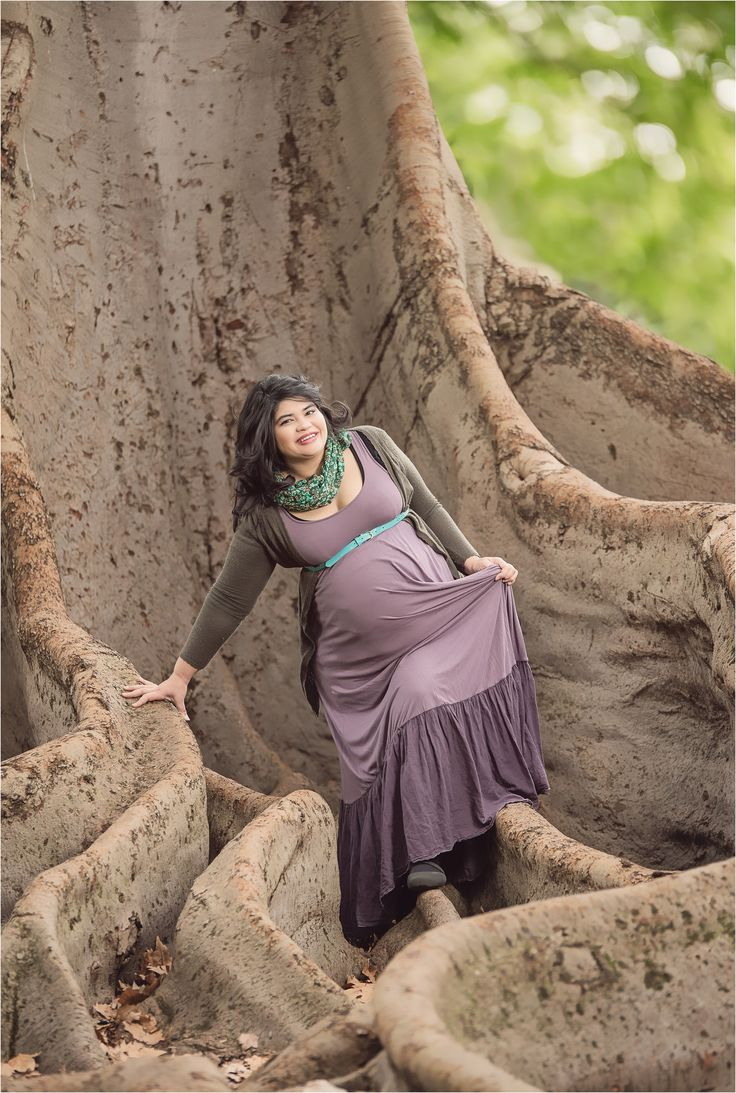 Photographing Nett's beautiful belly: Maternity win! pregnancy, tree, roots, earth, happy, photography session, mother, movement.