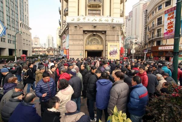 The Chinese government announced this week that it will cap the population of Shanghai at 25 million by 2035.