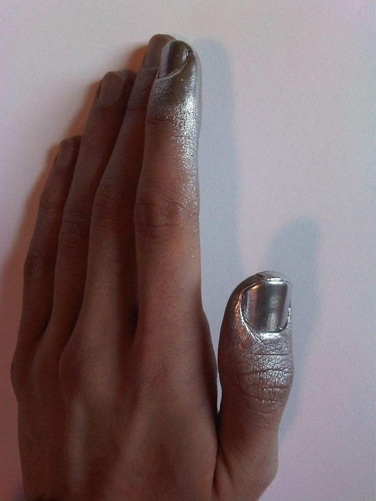 A touch of metallic: Art Yesterday, Halloween Costumes, Silver Nails, Paint Nails, Fingernail, Sprays Paintings, Posts Sprays, Fingers Nails, Paintings Nails