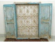 Fenêtre marocaine grille fer forgé bois peint Maroc Maghreb Atlas déco XXè