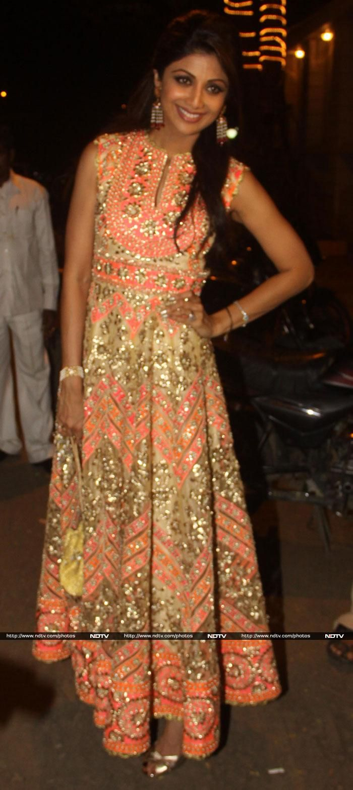 Shilpa Shetty looked stunning in a heavily embellished Preeti S Kapoor anarkali.