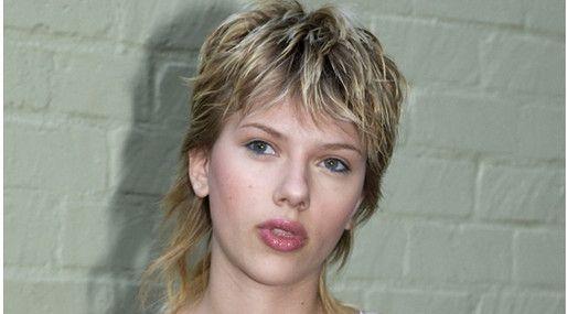 20 kändisfrisyrer vi aldrig vill se igen: Scarlett Johansson  http://nyheter24.se/modette/skonhet/776190-20-kandisfrisyrer-vi-aldrig-vill-se-igen  Horrible celeb hair
