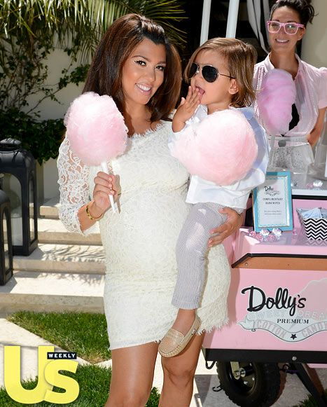 Kourtney Kardashian Enjoys Dollys Sweet Dreams Cotton Candy For Her Exclusive Baby Shower Guests Enjoyed