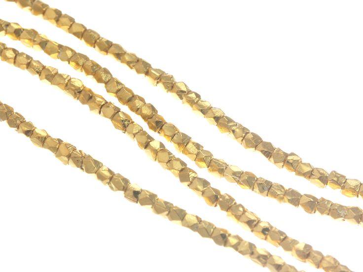 Perlina sfaccettata - Karen Hill Tribe sfaccettato perlina cubo, colore oro vermeil 1,2 mm - 24K / fornitura per gioielli fatti a mano di perle di BeadsBazaar su Etsy https://www.etsy.com/it/listing/179476891/perlina-sfaccettata-karen-hill-tribe
