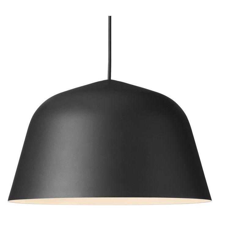 Ambit pendel fra Muuto, designet av TAF Architects. En taklampe i aluminium med en sterk og tydelig ...