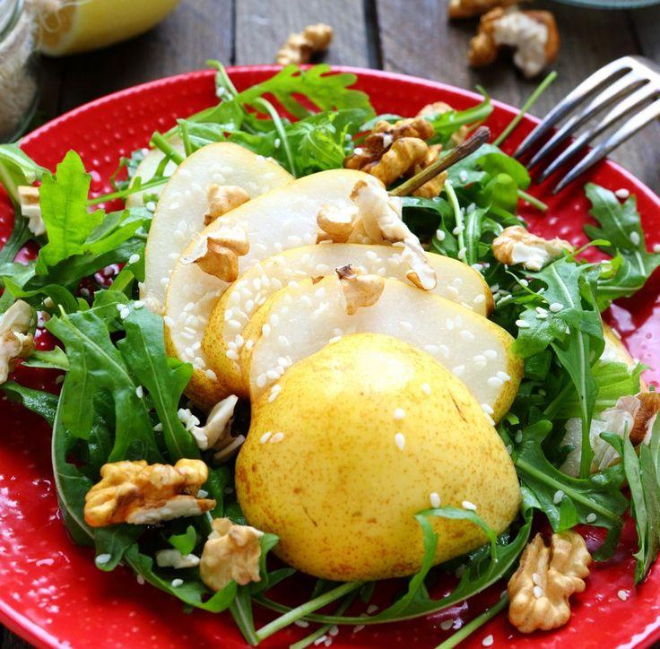 Salat mit Rucola, Birne, Walnüssen und Sesam Tags: