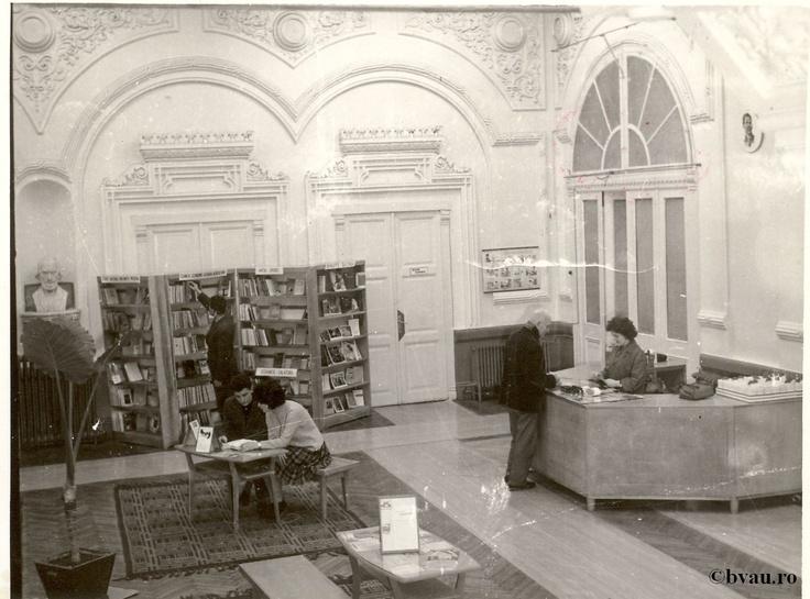 """Biblioteca """"V.A. Urechia"""" secţia împrumut adulţi, Galati, Romania.  Imagine din colecţiile Bibliotecii Judeţene """"V.A. Urechia"""" Galaţi."""