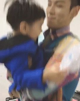TOP with his nephew ♥ 1/2