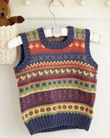 Strik en dejlig, lun slipover og en nem, lille nederdel i muntre hønsestrik mønstre