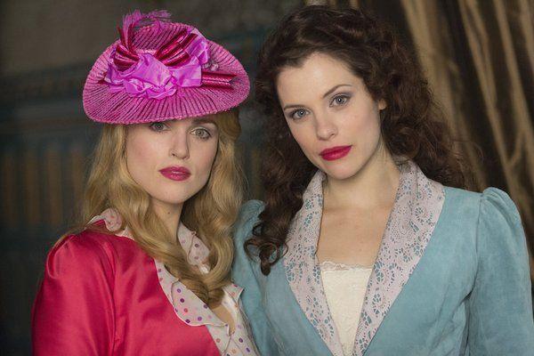 Still of Jessica De Gouw and Katie McGrath in Dracula