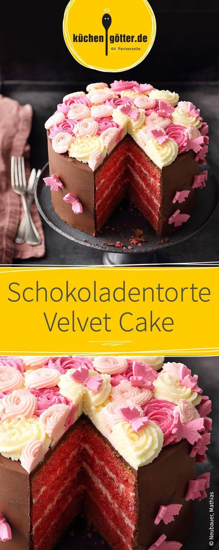 Saftiger Schokoladenkuchen mit einer wunderschönen Optik. Diese Velvet-Torte ist mit einer süßen Schicht aus Schokoladencreme überzogen und mit rosa Fondant und feiner Buttercreme verziert.