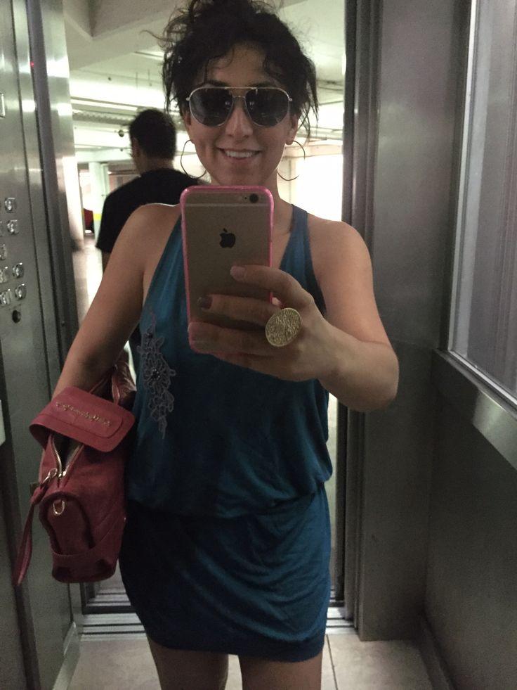 Vestido Colcci, clutch Adolfo Domínguez y lentes Dolce & Gabbana