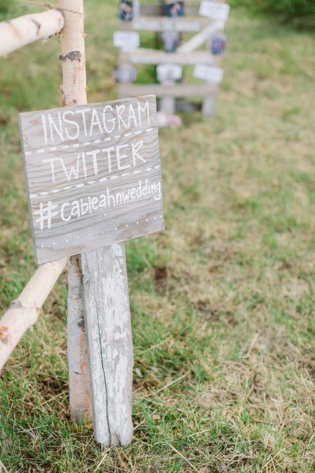 Bruiloft thema trend 5: Instagram voor de trouwfoto's #bruiloft #trouwen #trends #bruidsboeket #2015 #wedding Kijk voor meer bruiloft thema trends van 2015 op http://ThePerfectWedding.nl | Credit: Cluney Photo