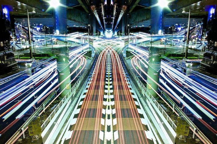 Magnificent Mirror Symmetry Long Exposures of Nighttime Japan by photographer Shinichi Higashi with his series Graffiti of Speed/Mirror Symmetry - My Modern Metropolis