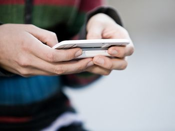 """Send text messages to a cell phone from your computer—just type the cell phone address into the """"to"""" box in the e-mail header. For Verizon Wireless customers, the address is the number@vtext.com; for AT&T, number@txt.att.net; for T-Mobile, number@tmomail.net; for Sprint, number@messaging.sprintpcs.com."""