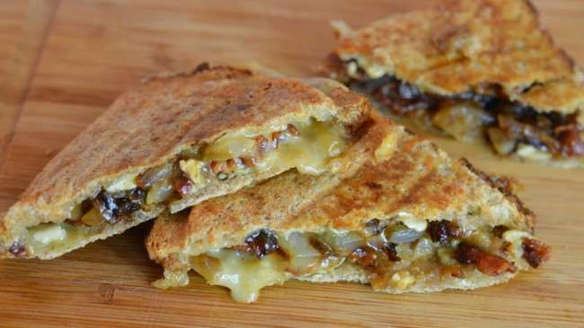 Wonderful Grilled cheese (sandwich au brie, bacon et confit d'oignon)