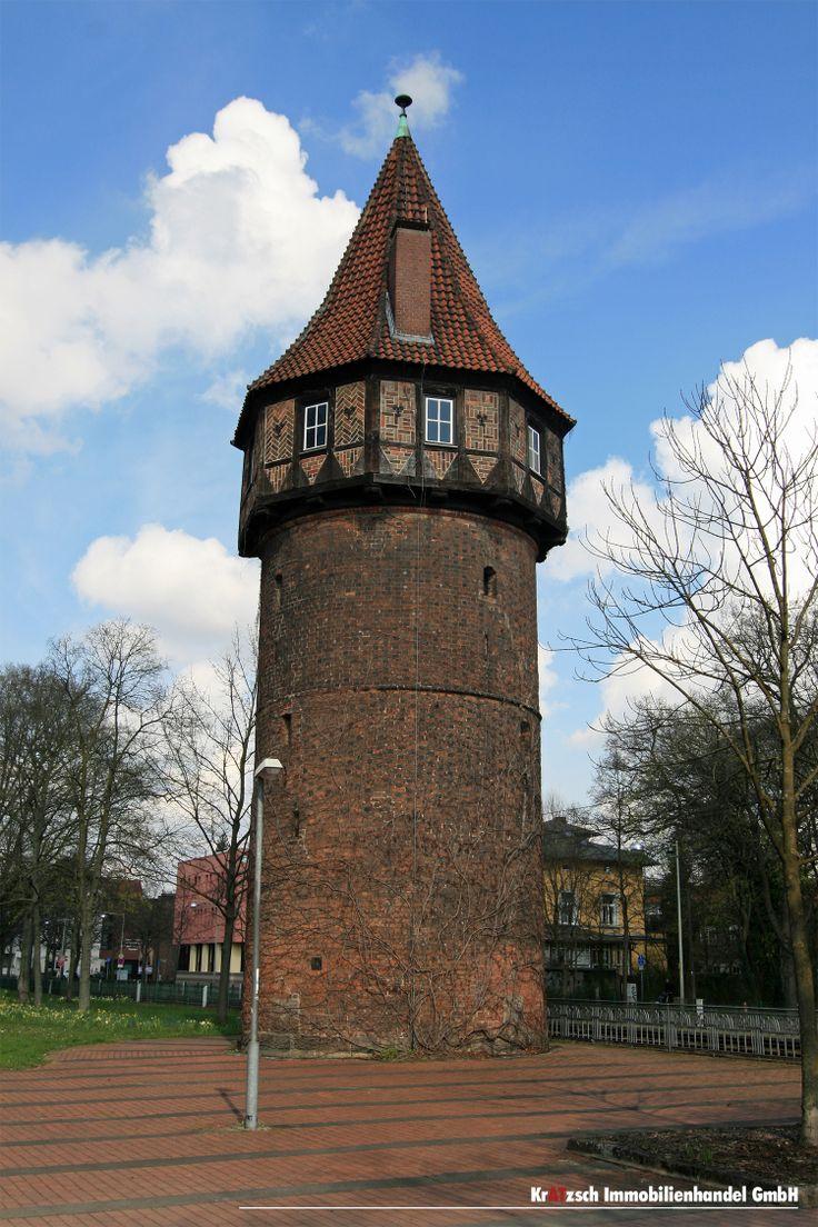 Döhrener Turm - im 14. Jahrhundert lag dieser Turm noch gut 30 Minuten vor der Stadtgrenze Hannovers. Er war Teil der Landwehranlagen und diente als Verteidigungsposten, Tränke und zeitweise als Wirtshaus. Heute fehlen hier Bauten und der Turm steht im Stadtteil Hannover Südstadt.