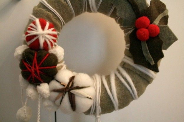 Ghirlanda di feltro e lana #natale #xmas #christmas #decorations #handmade #crafts #DIY