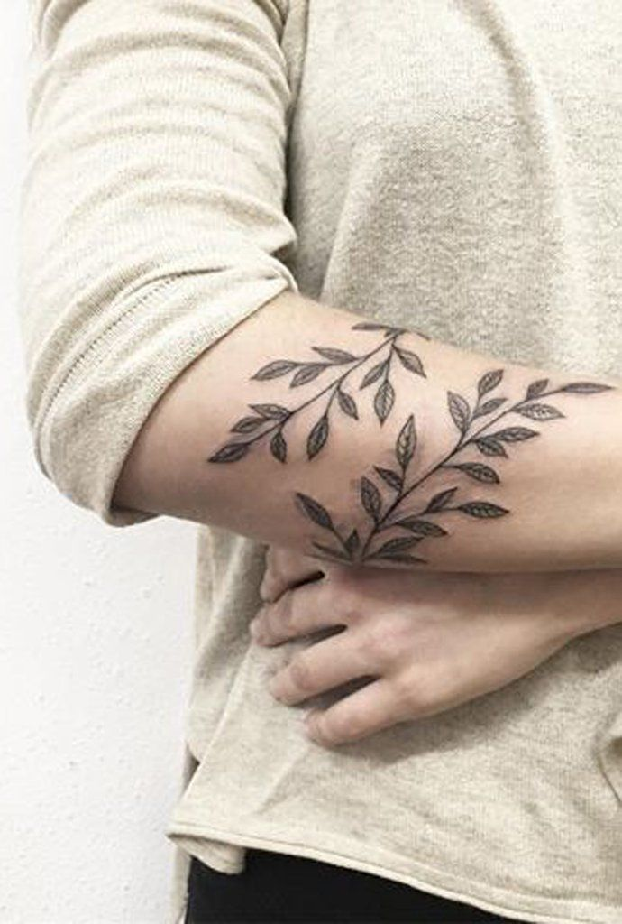 462c3c173 30 Delicate Flower Tattoo Ideas | tattoos and henna | Delicate ...