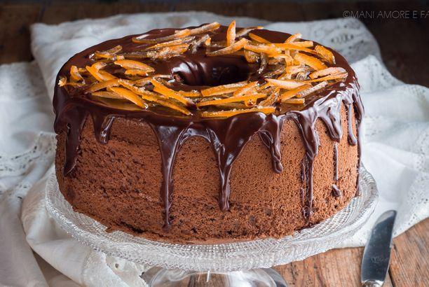 Chiffon cake al caffè con glassa al cioccolato e torrone