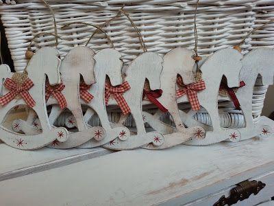 Pasja dekorowania                                                 : drewniane koniki na biegunach
