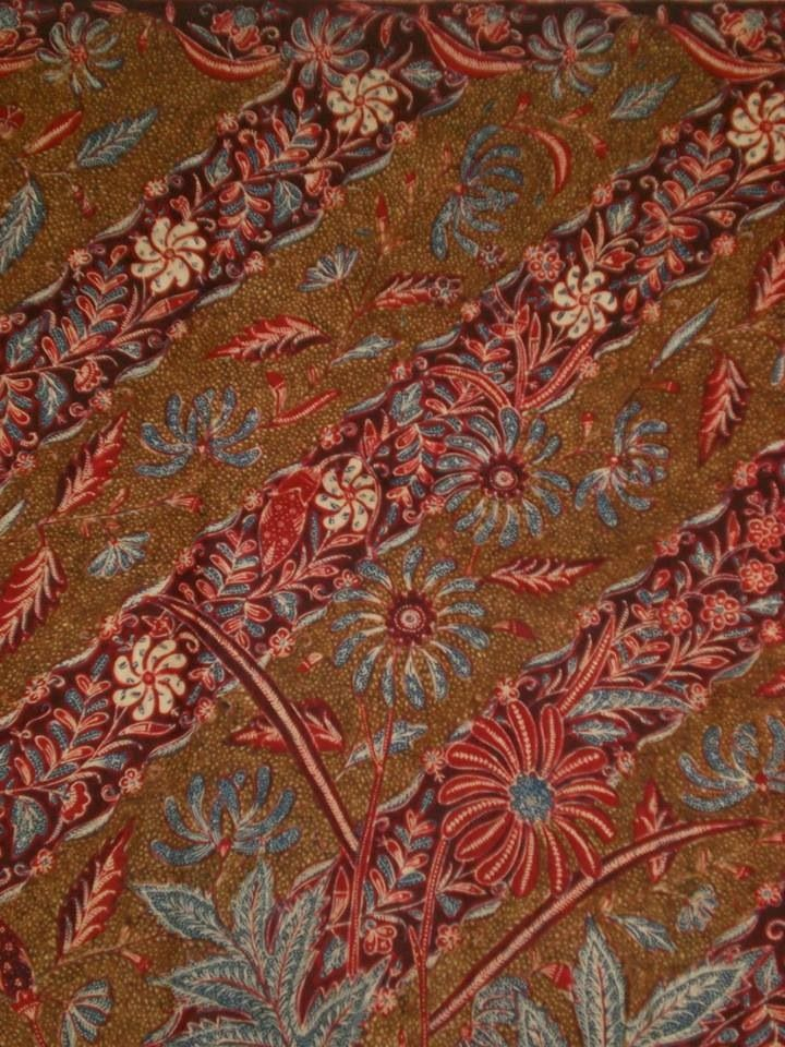Vintage Indonesian batik. Handrawn, named Kopi Tutung. Made in early 1900. One of my favorite batik ❤