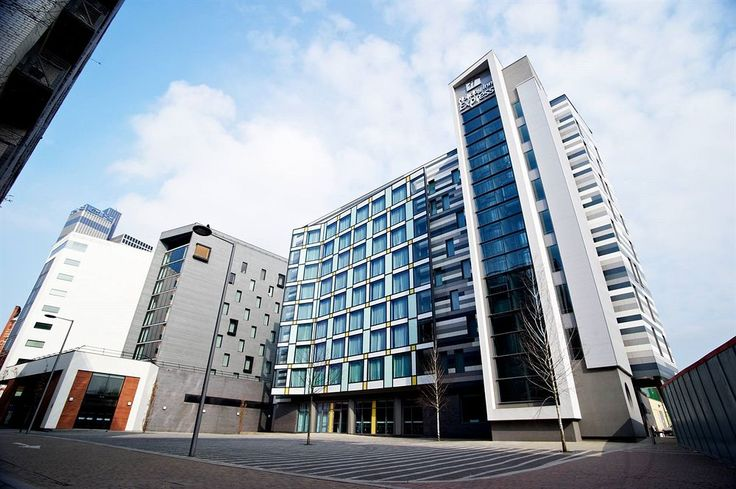 Holiday Inn Express Manchester City Centre MEN Arena is centrally located in Manchester, steps from Chinese Arts Centre and minutes from Affleck's Palace. This family-friendly hotel is close to University of Manchester and Old Trafford.  http://www.lowestroomrates.com/Manchester-Hotels/Holiday-Inn-Express-Manchester-City-Centre-MEN-Arena.html?m=p  #HolidayInnExpress #Manchester