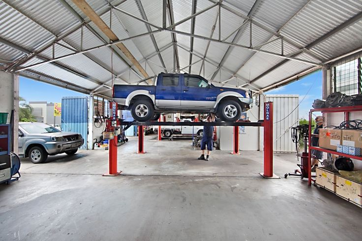 Get trustable and hi-tech #gearbox_repairing_services by #Townsville_Gearbox at #Mount_Isa. We have a large team of experts that can maintain overall performance of your vehicle. Call at (07) 4755 0866 with any questions beforehand.