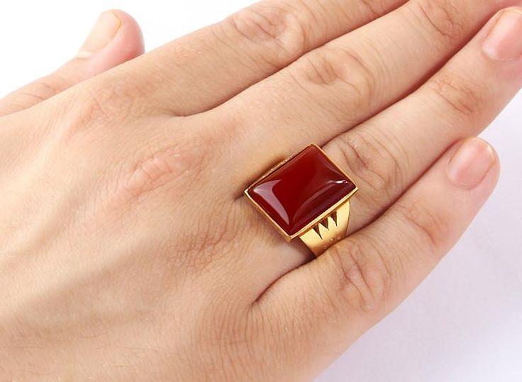Men's Ring in 14k Yellow Gold with Red Agate Gemstone #amethyst #menssilverring #ownit #agatering #mensjewelryfashion #mensringsonline #mensfashionpost #ringforman #emeraldring