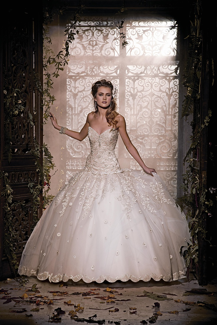 47 best Wedding dressses images on Pinterest | Wedding frocks ...