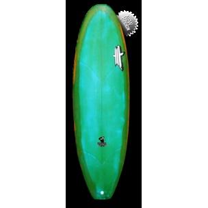 Model : Rascal.  Shape : Medium rocker, simple concave suivi d'un gros vee double concave Commentaire : La Rascal est une évolution de la King size V2 destinée a des surfeurs de bon niveau qui recherchent une micro boards confortables pour planer en deux coups de rame et enquiller les take-off-rollers dans des petites vagues d'été.