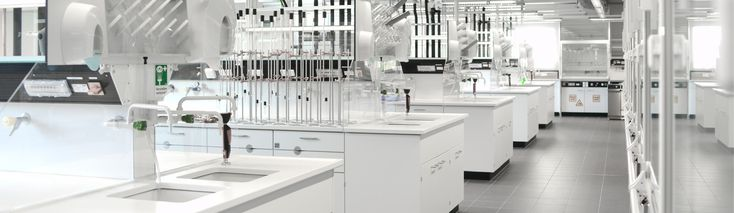 Modern chemistry laboratory for students | TU Bergakademie Freiberg