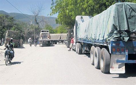 Sindicato de camioneros paraliza transporte de carga a Haití