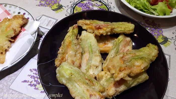 Fiori di zucchine ripiene di mozzarella | mangiare bene con cose semplici