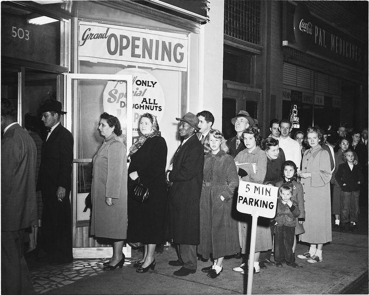 Grand opening line. Grand opening, Krispy kreme, History